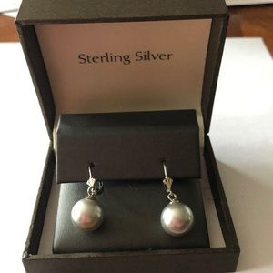 Jewelry - NWT sterling with gray pearls earrings. Gorgeous!